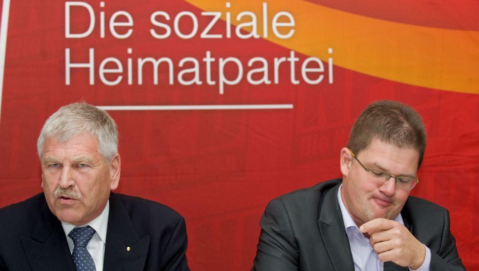 """NPD-Politiker Voigt (l.), Apfel: """"Eindeutig gefährlicher"""""""