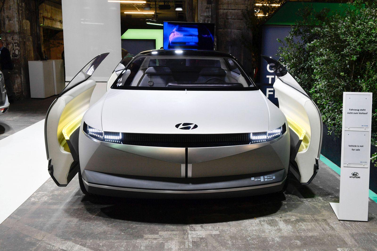 Ein Hyundai Ioniq 5 beim Greentech Festival im Kraftwerk Berlin. Berlin, 18.09.2020 *** A Hyundai Ioniq 5 at the Greente