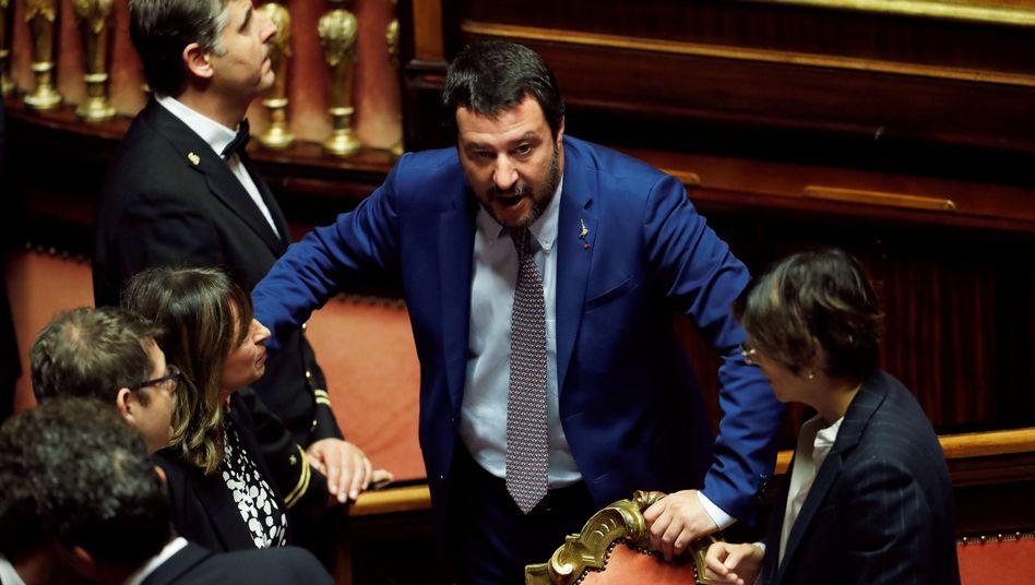 Innnenminister Matteo Salvini (Mitte) in Rom