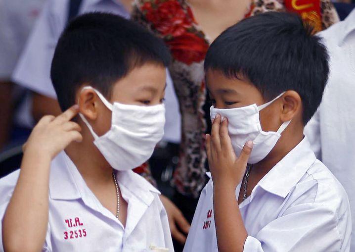 Schüler in Thailand mit Schutzmasken: Ab sofort gilt Pandemiestufe sechs
