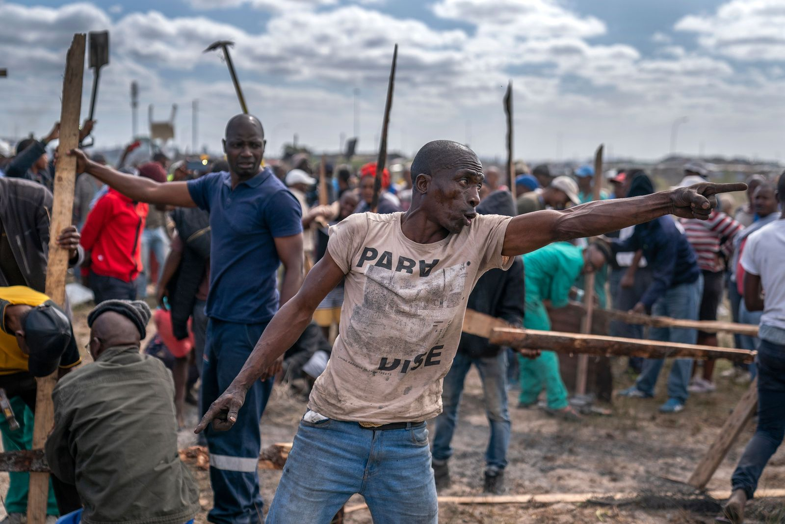 Khayelitsha land grabs stopped by police, Cape Town, South Africa - 21 Apr 2020