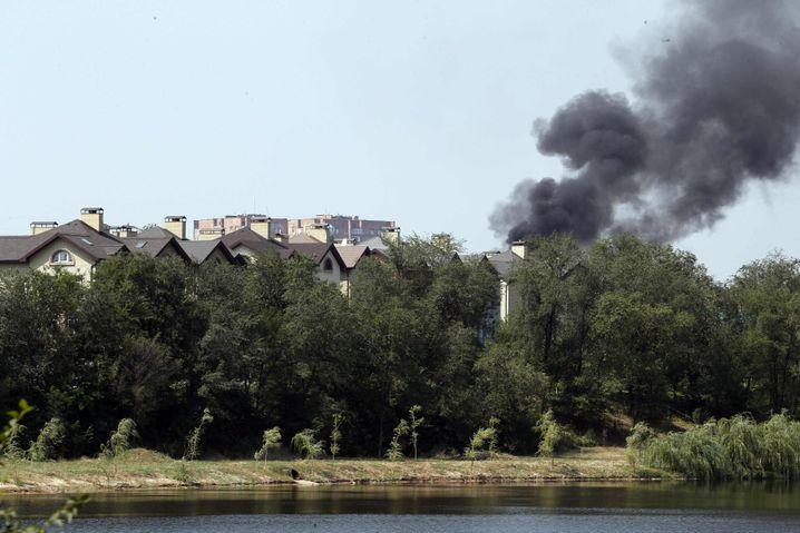 Rauch über Donezk (Archivbild): Einschläge vor allem am Rand der Stadt