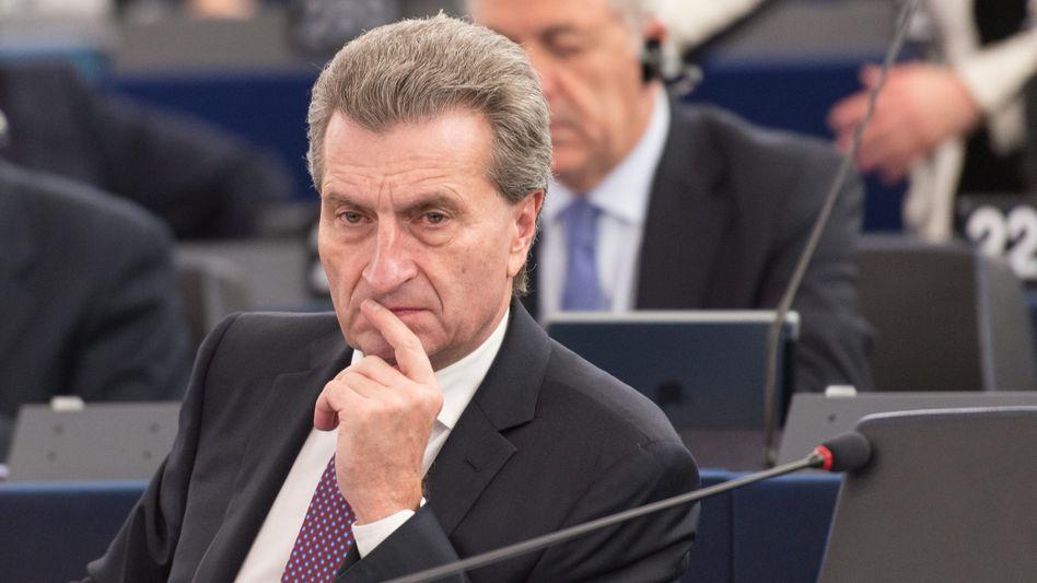 """Günther Oettinger in Straßburg: """"Mein Sohn hat eine Unzahl von Apps"""""""
