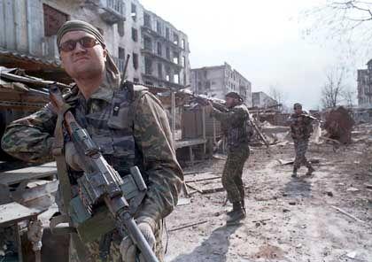 Russische Streife in Grozny: Eine Mischung von militärischer- und mafiöser Macht prägt inzwischen den Alltag in Tschetschenien