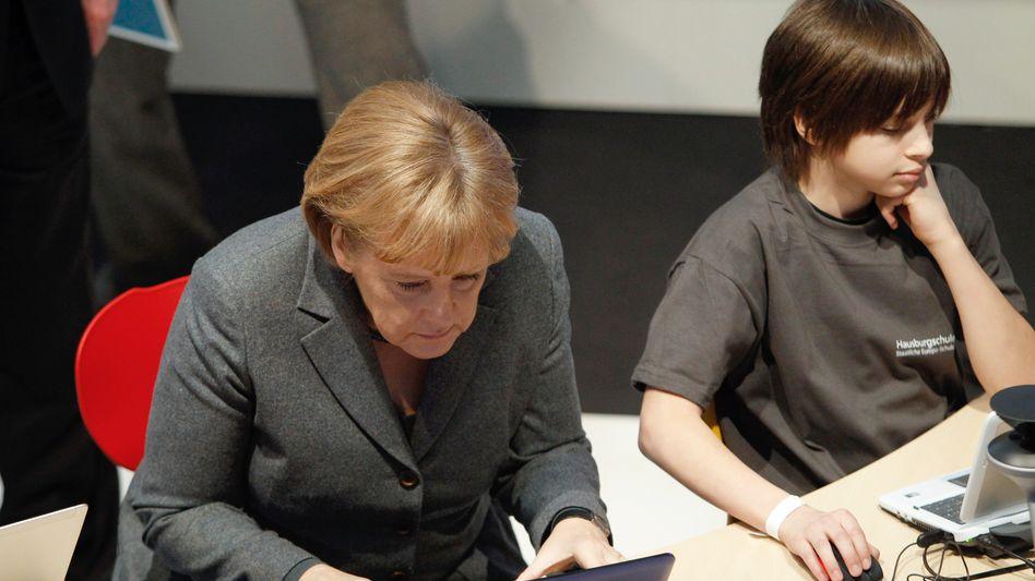 """Computernutzerin Merkel: """"Eine vernünftige Balance von Freiheit und Sicherheit"""""""