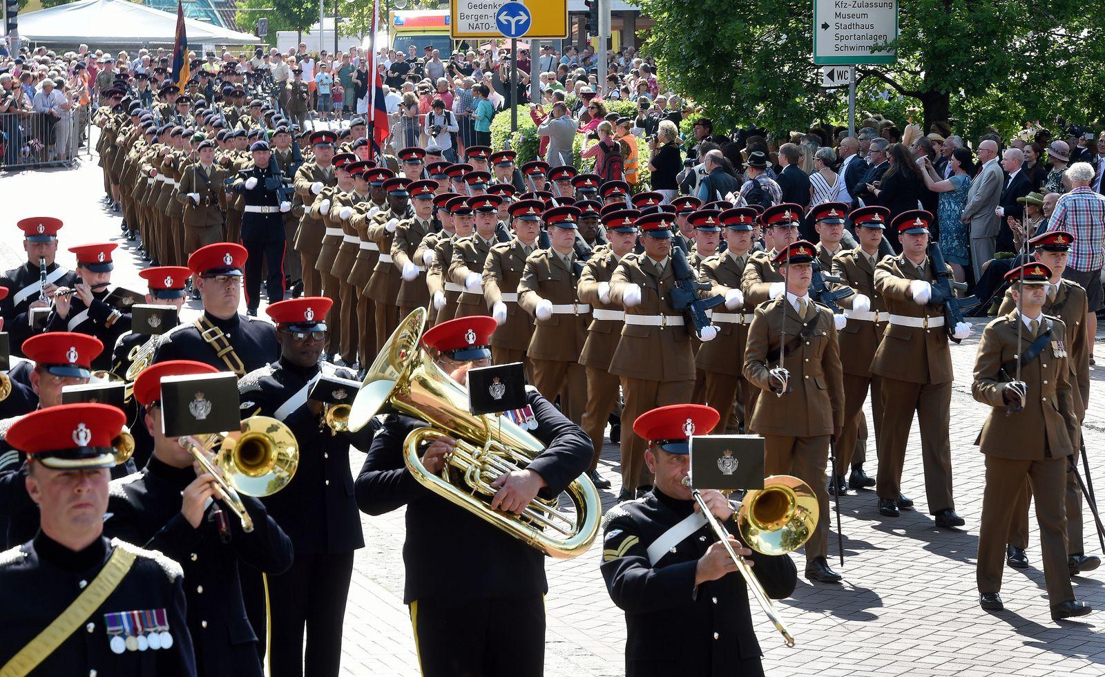Abschiedsparade der britischen Brigade in Bergen