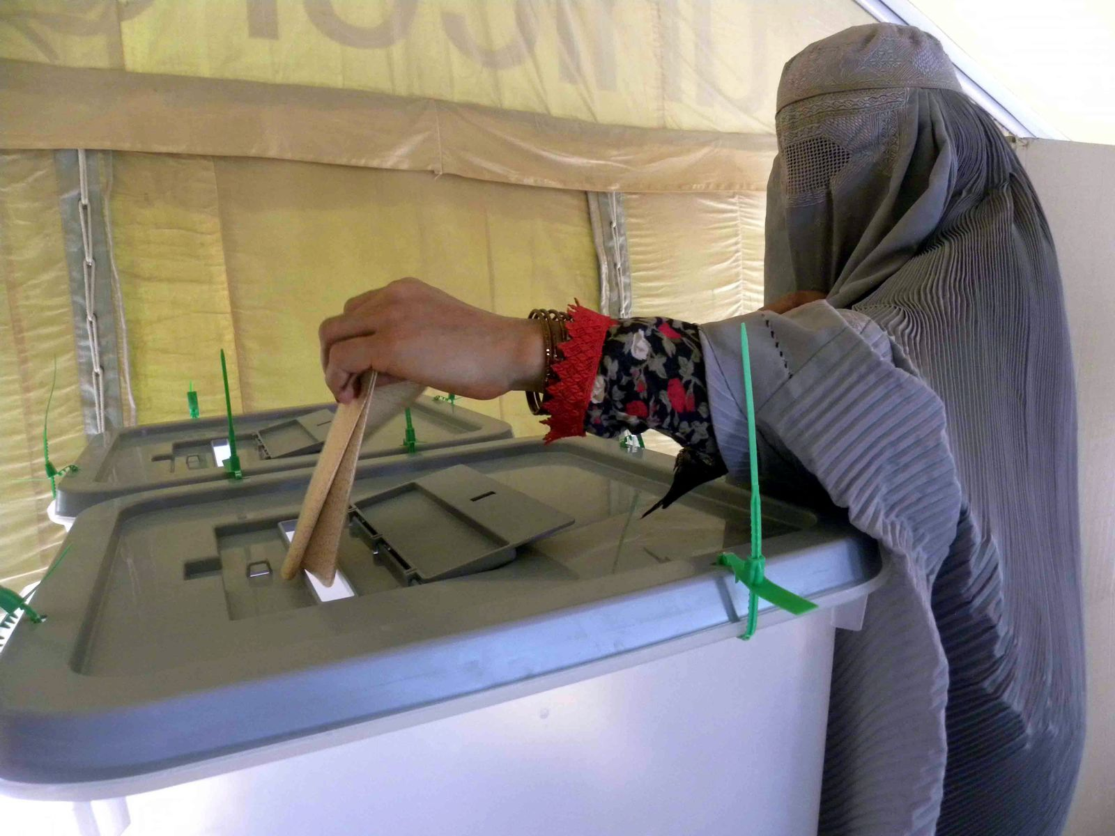Präsidentschaftswahl in Afghanistan - Wahllokal
