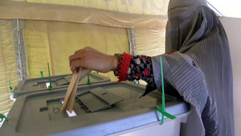 """Afghanin bei der ersten Runde der Präsidentschaftswahl am 20. August: """"Legitimität gewinnt man nicht an der Urne"""""""