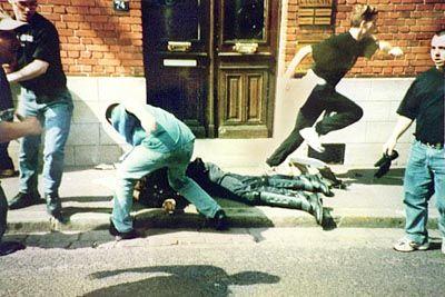 Die Hooligans prügelten den Gendarmen fast zu Tode