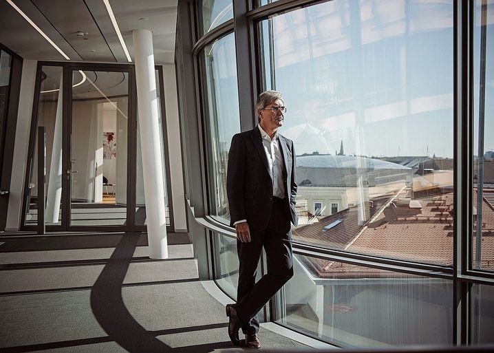Siemens CEO Joe Kaeser has suffered significant damage to his image for his company's lack of sustainability.