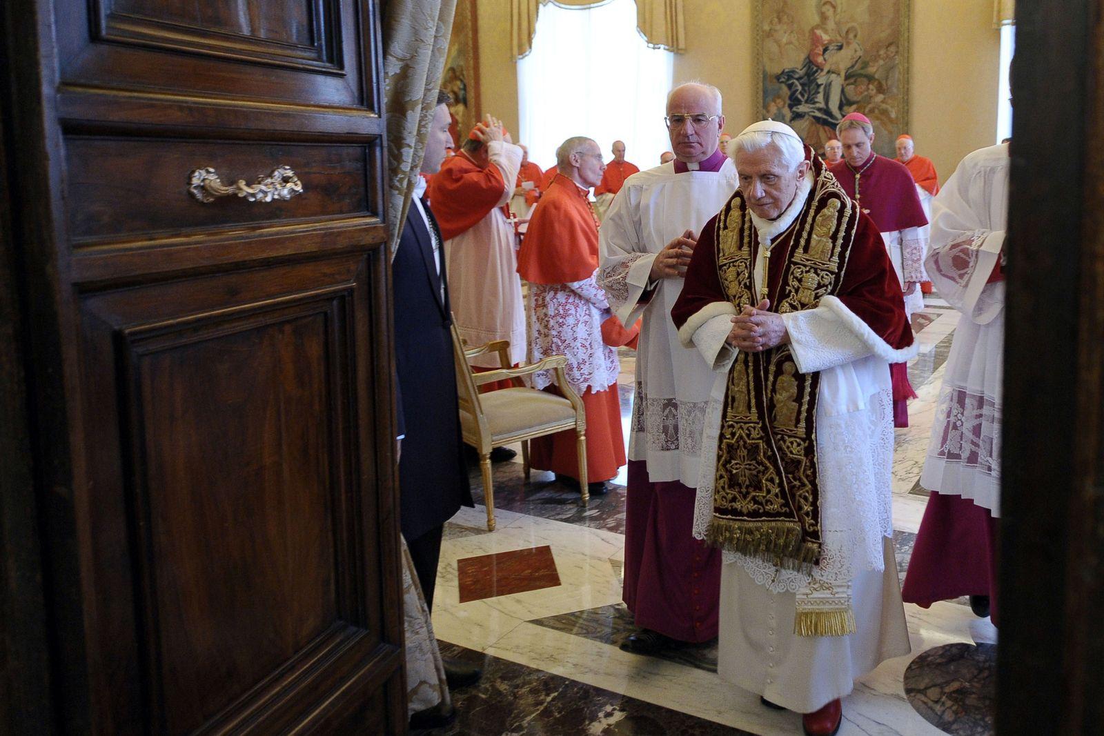 Papst Benedikt/ Rücktritt
