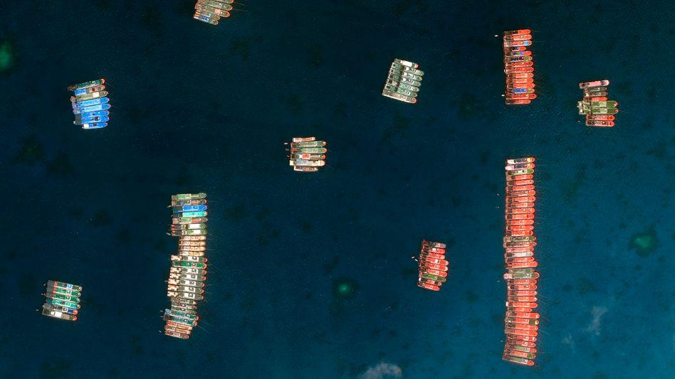 Chinesische Trawler-Flotte am Whitsun-Riff am 23. März (Satelliten-Aufnahme)