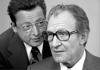 """""""Im Schatten der Macht"""": Matthias Brandt (l.) als Günter Guillaume und Michael Mendl als Willy Brandt"""