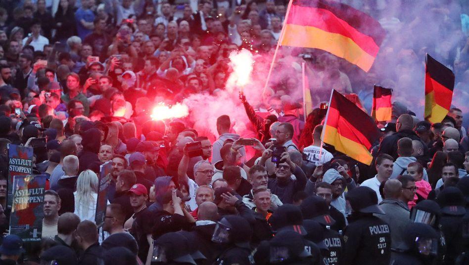 Demonstranten der rechten Szene in Chemnitz (Bild vom 27. August 2018)