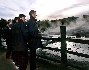 In Rotorua brodeln heiße Quellen neben Maori-Dörfern