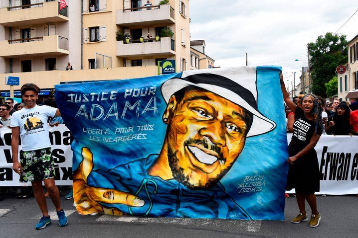 """""""Gerechtigkeit für Adama"""": Proteste in Paris im Jahr 2017"""