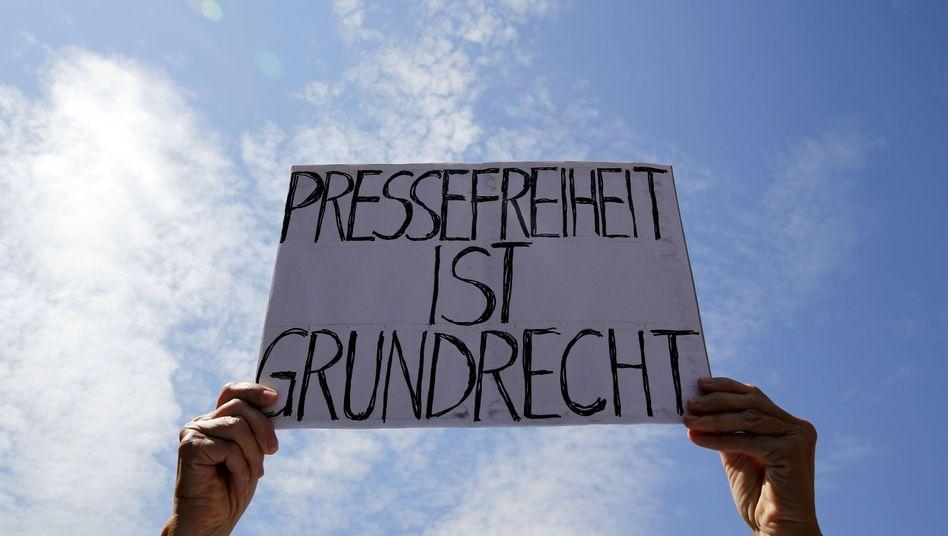 Schild auf Demo gegen die Landesverrats-Ermittlungen gegen Netzpolitik.org, Berlin, 1. August