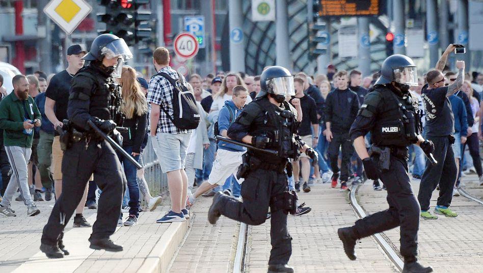 Polizeieinsatz in Chemnitz 2018: Gewaltbereitschaft auch gegenüber Sicherheitskräften