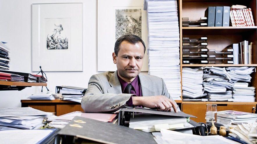 Abgeordneter Edathy in seinem Berliner Büro 2013