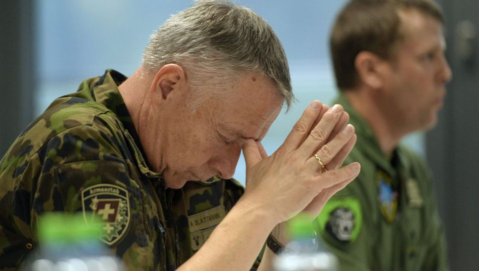"""Schweizer Armeechef André Blattmann: """"Wie viele Wasservorräte haben Sie zu Hause?"""""""