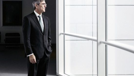 Kaeser leitet seit dem 1. August 2013 den Siemens-Konzern, der rund um den Globus 360000 Menschen beschäftigt. Die Ablösung seines Vorgängers Peter Löscher löste damals heftige Grabenkämpfe im Aufsichtsrat aus. Der Niederbayer Kaeser, 56, arbeitet schon seit 1980 bei Siemens, zuletzt war er Finanzvorstand. Vergangene Woche stellte er sein lang erwartetes Konzept zur Neuausrichtung des Unternehmens vor.