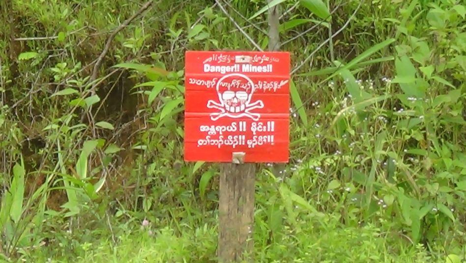 Landminenwarnschild in Myanmar