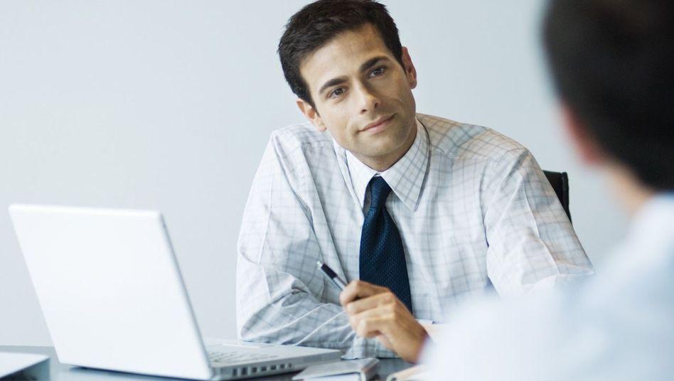 Der durchschnittliche Berater ist männlich, 37, hat Wirtschaftswissenschaften studiert und bleibt rund vier Jahre in dem Beruf