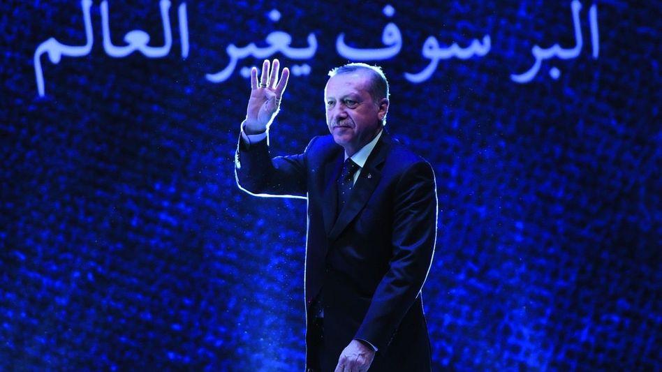 Staatsoberhaupt Erdoğan: »Wer bist du, dass du zu dem Präsidenten der Türkei sprichst?«