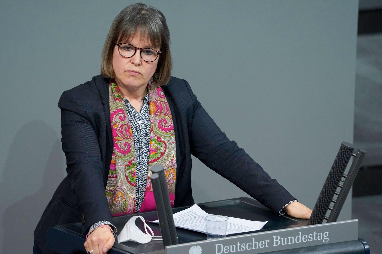 215. Bundestagssitzung und Debatte in Berlin Aktuell, 04.03.2021, Berlin, Heike Haensel im Portrait bei ihrer Rede zum T