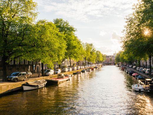 Amsterdam bittet Tagesgäste, lieber nicht am Wochenende zu kommen - denn so leer wie auf diesem Bild ist es dort längst nicht mehr.