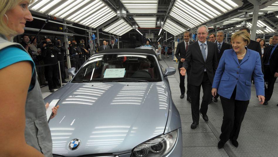 """Kanzlerin Merkel (2010 im Leipziger BMW-Werk): """"Nicht die eigene industrielle Basis schwächen"""""""