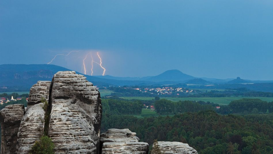 Aussicht von der Bastei in der Sächsischen Schweiz bei Gewitter