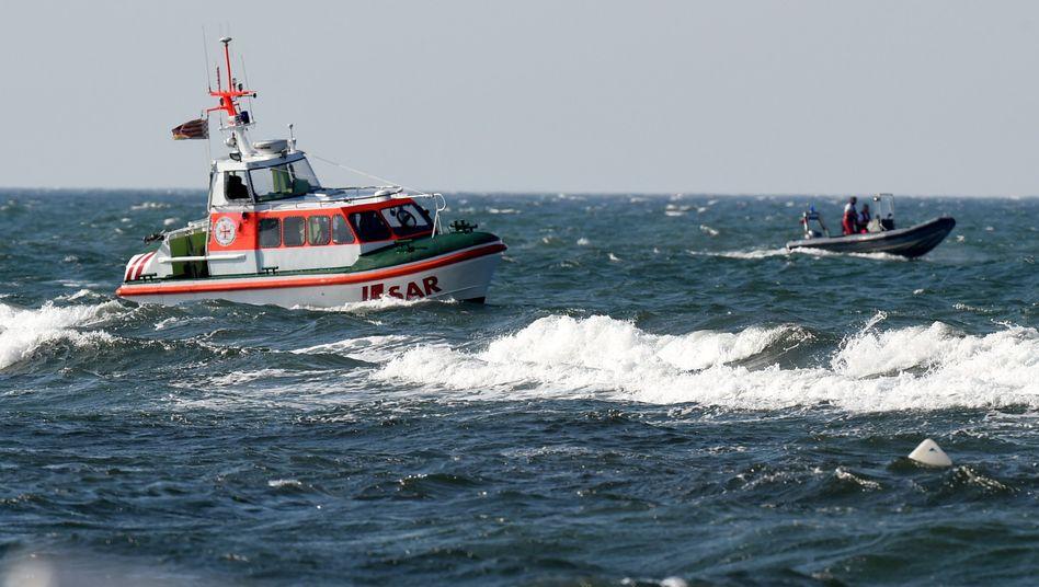 Boote vor dem Ostseestrand von Sehlendorf bei Blekendorf: verstärkte Überwachung