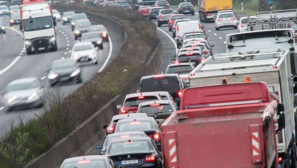 Verkehr auf der A 57 zwischen Düsseldorf und Köln