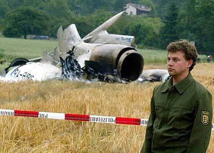 Leitwerk der verunglückten Tupolew: Crash im Getreidefeld