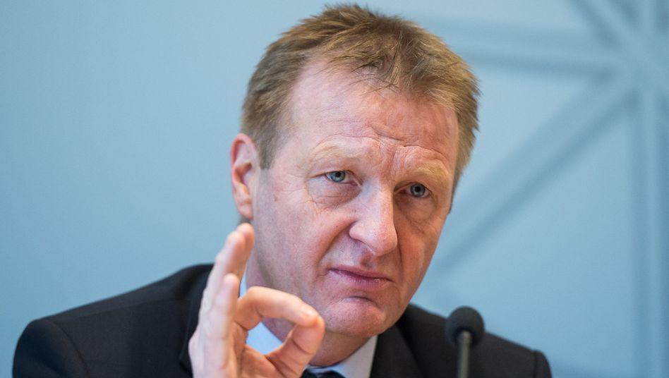 NRW-Innenminister Jäger: Neues Konzept gegen Gewalttäter
