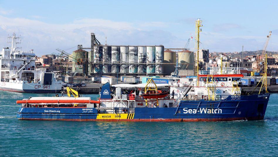 """""""Sea Watch 3"""" im Hafen von Catania"""