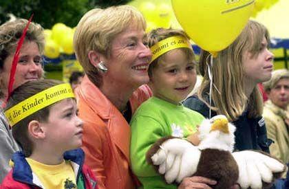 """Zuständig """"für Frauen und das ganze andere Gedöns"""": Familienministerin Christine Bergmann (SPD)"""