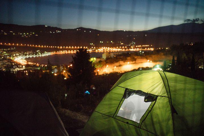 Zelt außerhalb des Lagers