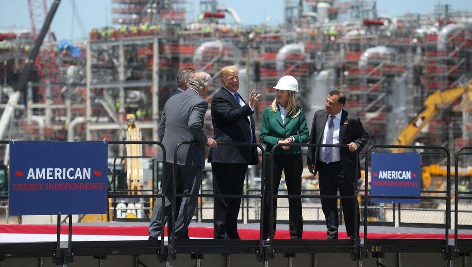 US-Präsident Trump an einem LNG-Terminal (im US-Bundesstaat Louisiana, Mai 2019)