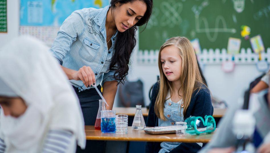 Geht es nach der FDP arbeiten bald mehr geflüchtete Lehrer an deutschen Schulen (Symbolfoto)