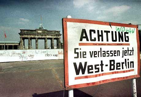 Mauer am Brandenburger Tor: Grausige Weltsensation