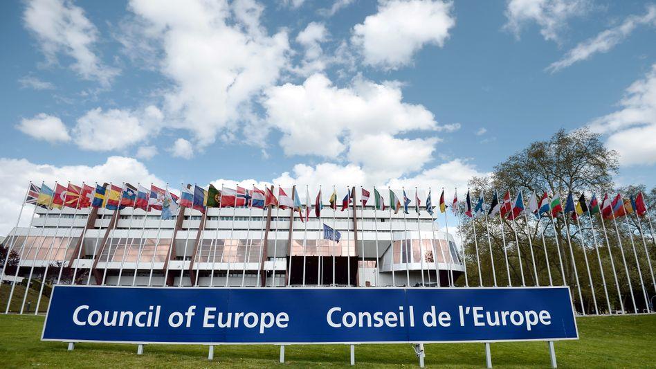 Europarat in Straßburg: Journalistenvertreter sehen in Polens Mediengesetz Verstoß gegen die Werte des Rates