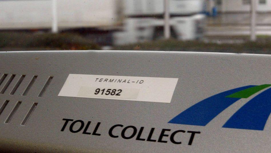 Lkw an einem Maut-Terminal von Toll Collect (Archivbild): Scheuer entschied sich zur Verstaatlichung