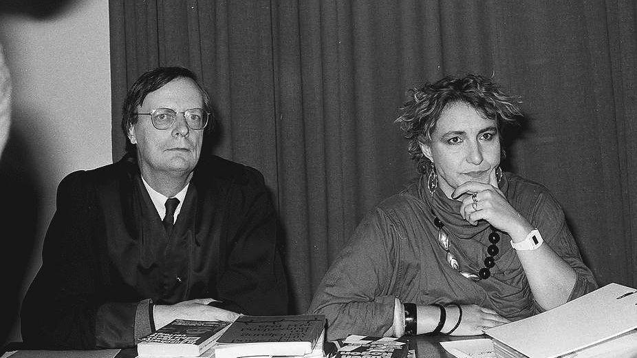 Nina Gladitz bei ihrer Verhandlung gegen Leni Riefenstahl vor dem Freiburger Landgericht 1984