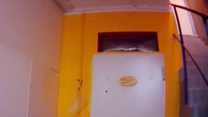 """Tür zu einem Keller - in dem das """"Team Wallraff"""" Missstände wittert"""