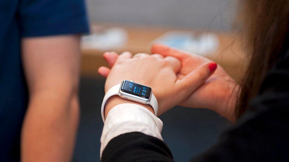 Apple Watch: Ausprobieren im Apple Store, bestellen im Internet