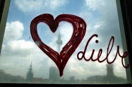 Valentins-Studie: Wer online Liebes-Präsente macht, greift tiefer in die Tasche