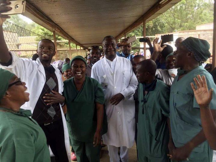Jubel um Dr. Mukwege (Mitte)