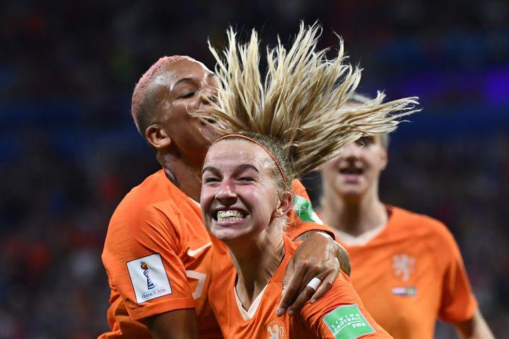 Jubelnde Niederländerinnen